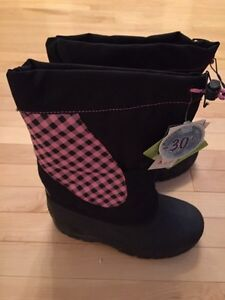 BRAND NEW GIRLS SIZE 3 WINTER BOOTS