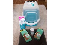 Trixie Vico Easy Clean Cat Litter Tray with Lid Cover, 40 x 40 x 56 cm, Turquoise/White