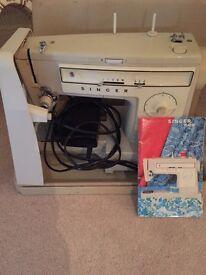 Singer sewing machine 522 for parts/repair