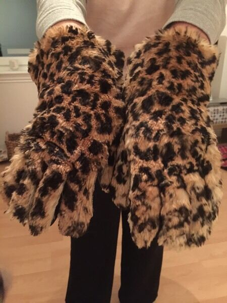 Stunning 1950s Dent fur gloves