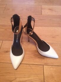 Ladies shoes size 5