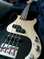 Fender Deluxe P Bass Special + selling many accessories