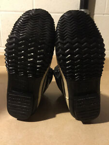 Women's Nival Winter Boots Size 7.5 London Ontario image 4