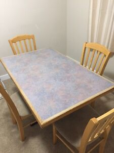 Dining table with 4 chairs for sale 125$