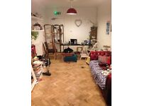 Super Lovely Single Room in Manor House Warehouse with 5 lovely ladies!