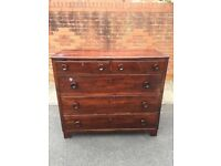 Chest of drawers in mahogany stain