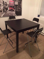 GRANDE TABLE + 4 chaises