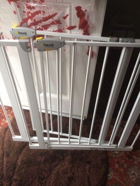 Hauck safety gate £10