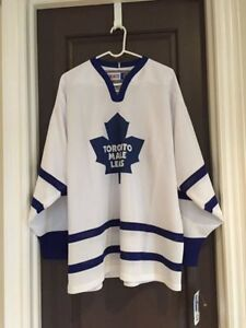 Toronto Maple Leafs Jersey - Size Men's Large