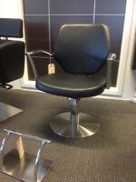 Chaise de coiffure neuve Équipement salon coiffure