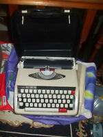 MANUAL PORTABLE, BROTHER-ACTIVATOR- 850TR -TYPEWRITER-WITH-CASE,