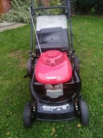 HONDA SELF PROPELLED PETROL MOWER