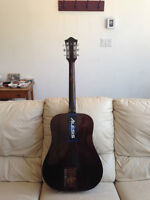 Excellente Guitare acoustique Guild D6