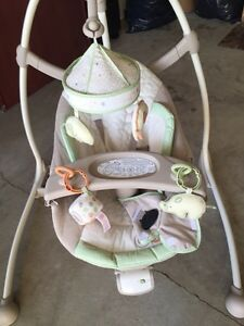 Barely used baby swing PRICE REDUCED