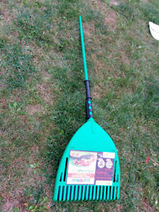 2-pc rake & pick-up system / Système rateau et ramasse-feuilles