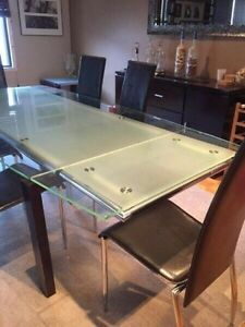 BEAUTIFUL GLASS STRUCTUBE TABLE (BEST PRICE)