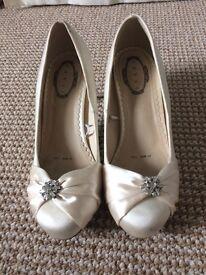 Wedding shoes size 4