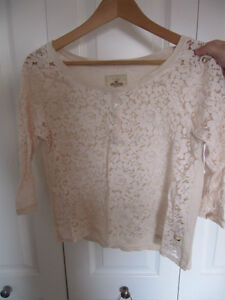 Cute Hollister lace top, size M, only worn once, fts size S to M Kitchener / Waterloo Kitchener Area image 2