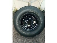 4 LANDROVER DEFENDER WHEELS PLUS A SPARE TYRE.