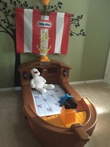 Little Tikes Pirate Ship Bed and Mattress