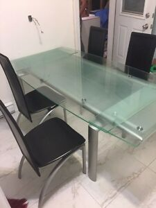 Table en verre Structube/ tempered glass table with chairs