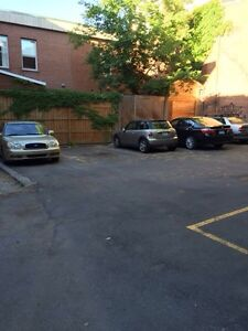 OUTDOOR PARKING IN PLATEAU