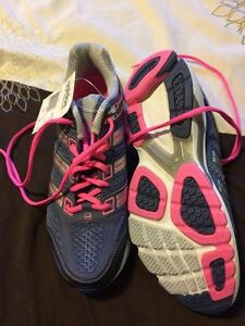 Woman's size 8 Adidas running shoes Belleville Belleville Area image 1