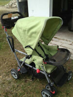 Joovy Caboose sit & stand stroller- light green Good Condition