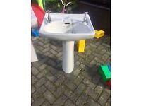Pedalstall sink unit