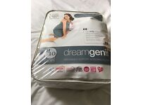 Dreamgenii - pregnancy and feeding pillow