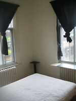 chambre à louer / room fror rent in a 7 1/2 - Plateau