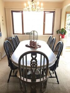 11-piece Farmhouse style dinette