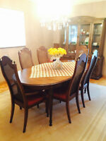 BEAUTIFUL ANTIQUE DINING ROOM SET,SIX CHAIRS,HUTCH,TABLE,LEAF