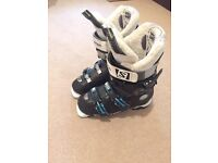 Saloman ladies ski boots