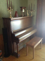 Piano Hobart M. Cable