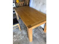 Fabulous extendable Oak Dining Table and 4 chairs