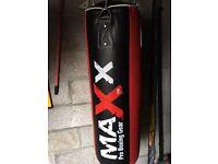 MaXx boxing bag & gloves