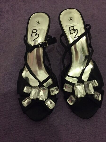 Black heels size 4