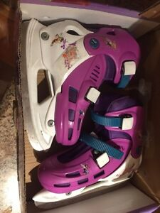 J-13 to 2.5 adjustable skates .... great condition
