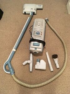 Electrolux Lux5000 canister vacuum $160