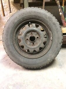 4 pneus d'hiver en bon état avec les rims 80$