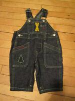 Mignonnes paires de salopettes en jeans de marque Gap