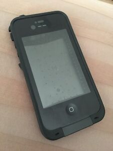 Selling 2 iPhone 4/4s life proof cases