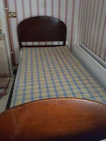 Single bed - metal frame / wooden headboard