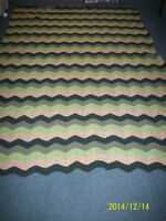 wool bed homemade knit crochet blanket / couverture au crochet