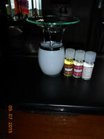 NEW BATH AND BODY WORKS FRAGRANCE OIL WARMER...WITH 3 OILS