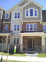 BEAUTIFUL / SPACIOUS TOWNHOUSE FOR SALE IN OAKVILLE