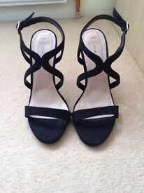 """Size 4 black high 4"""" heels faux suede"""