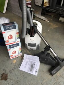 Miele S4212 vacuum cleaner with filter bags