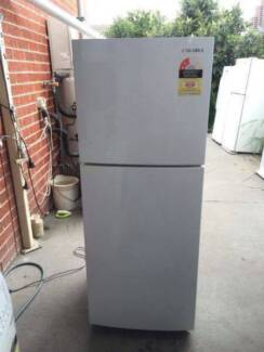 Like new 218 liter sunsumg fridge , can delivery at extra fee.
